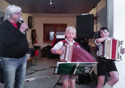 Anton-mit-Nachwuchs-in-Tirol